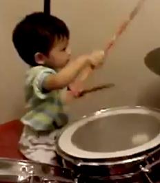 Un bebe de un an face show la tobe VIDEO!