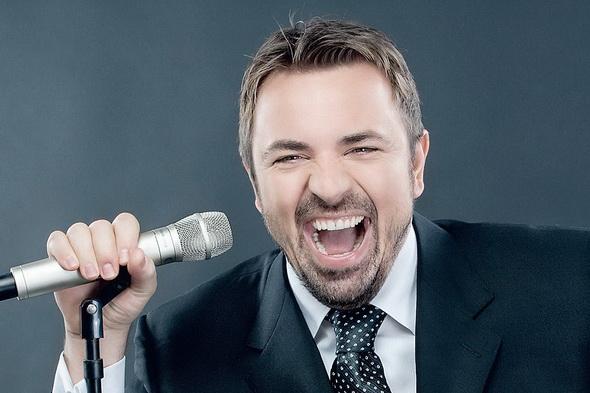 BRENCIU, acuzat că e ZGÂRCIT şi că nu-i plăteşte pe copiii pe care îi ia cu el în concerte