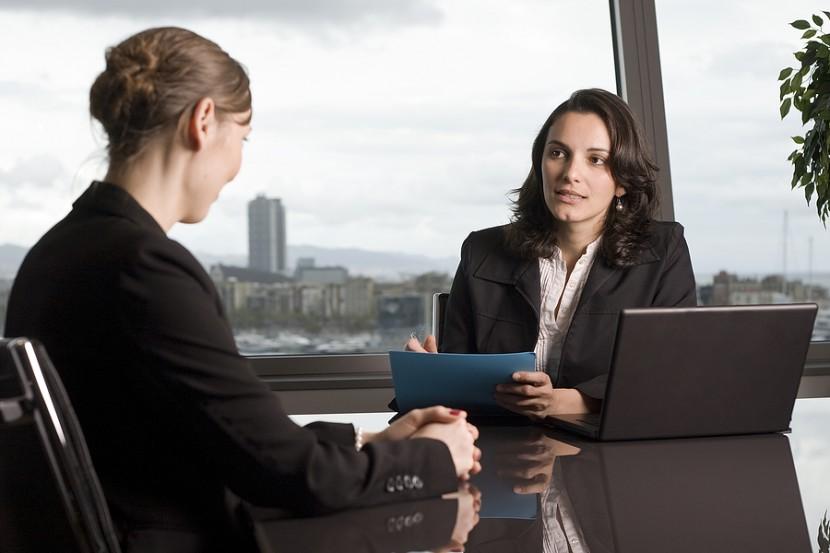 PATRU întrebări pe care sigur le vei primi la un interviu de ANGAJARE. Iată la ce să te aștepți