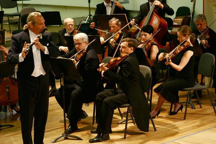 "Concert simfonic la TNOB ""Oleg Danovski"", dirijat de DANIEL ENĂŞESCU"
