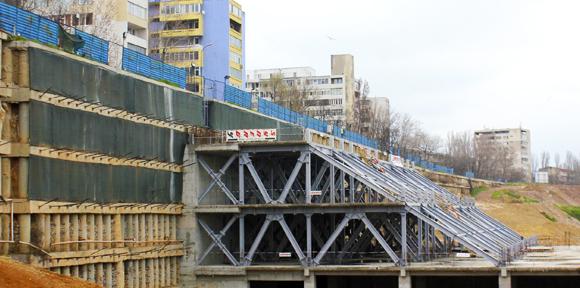 Au fost reluate lucrarile la noul mall de pe strada Traian