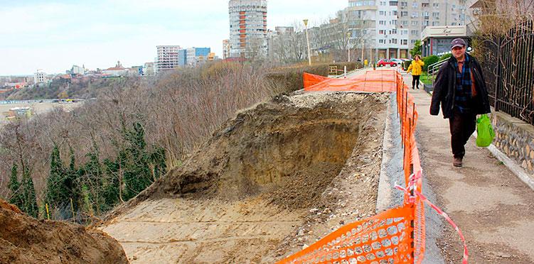 """Faleza Constantei SE PRABUSESTE! Proiectul """"Eminescu Street"""" a fost abandonat"""