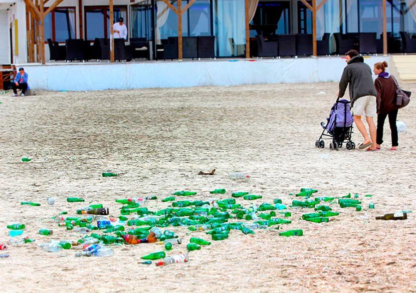 Dupa ei potopul. DEZASTRUL ECOLOGIC lasat de petrecareti pe plajele din Mamaia