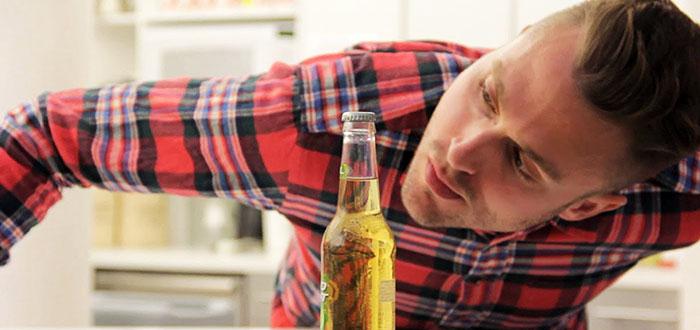 Cum sa deschizi o sticla de bere cu o foaie de hartie A4! VIDEO