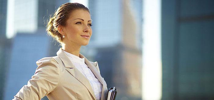 """""""ELE AU REUSIT"""". Conferinta GRATUITA pentru femeile de afaceri, la hotel IAKI"""