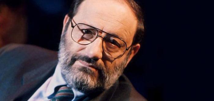 """Umberto Eco ataca retelele sociale: """"Internetul l-a promovat pe idiotul satului ca purtator de adevar"""""""