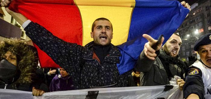 Cel mai mare protest de dupa Revolutie. 1.000.000 de romani in Hora Unirii de 1 DECEMBRIE!