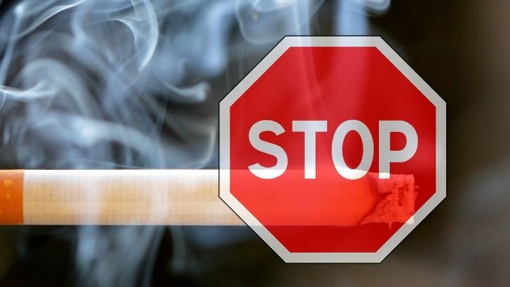 Iohannis a promulgat LEGEA ANTIFUMAT. Unde va fi INTERZIS sa aprinzi o tigara