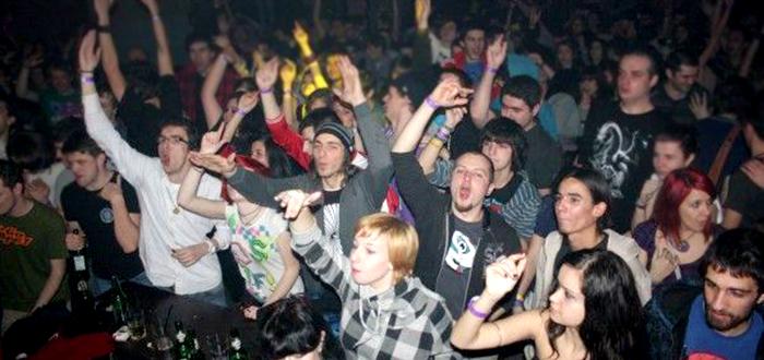 Minorii sub 16 ani, acces INTERZIS in baruri si cluburi!