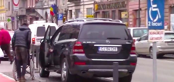 Reactii revoltatoare ale soferilor prinsi ca au parcat pe locurile pentru persoane cu HANDICAP
