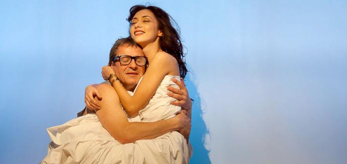 """Cum se cuceresc femeile"", o comedie de Woody Allen"