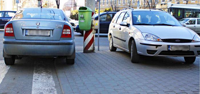 MAI interzice PARCAREA PE TROTUAR. O nouă lege va permite ridicarea maşinii!