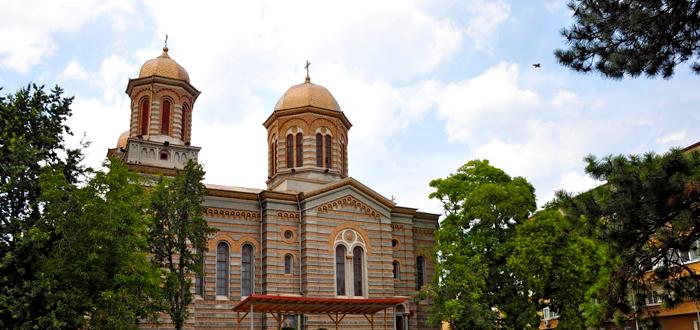 Vânătoare de POKEMONI în curtea unei biserici din Constanţa! Preotul a chemat poliţia