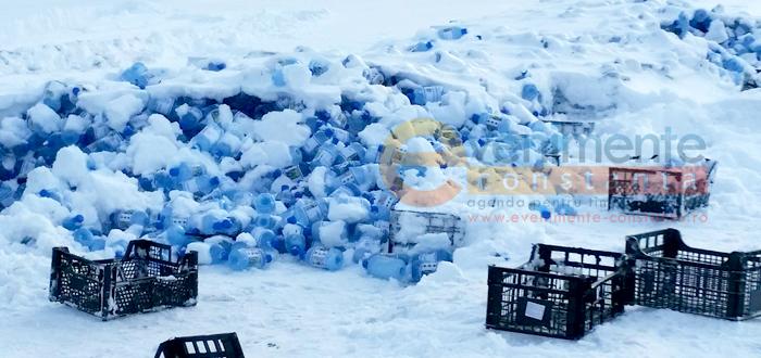 Mii de sticle cu agheasmă, abandonate de Arhiepiscopie în Portul Tomis