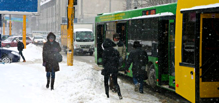 Transportul cu autobuzele RATC este GRATUIT, însă şoferii şi casierele încasează bani de la călători!