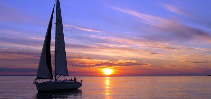 O experienţă de neuitat! Plimbare la apus cu Velierul pe Marea Neagră