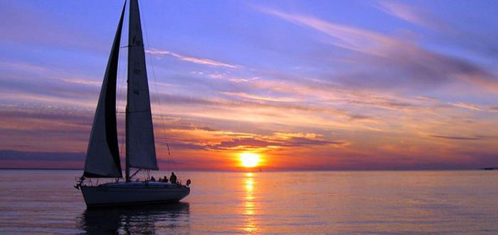 JOI și VINERI, plimbare la apus cu Velierul pe Marea Neagră