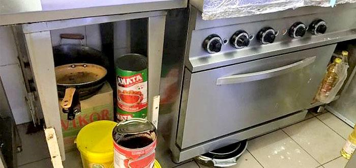 Alimente expirate găsite de OPC la o autoservire din Centrul Comercial Tom