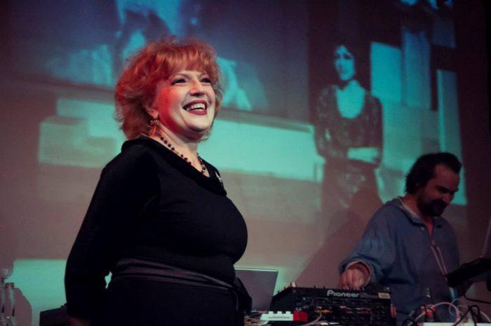 Discotecă feat. CORINA CHIRIAC, la Doors Club