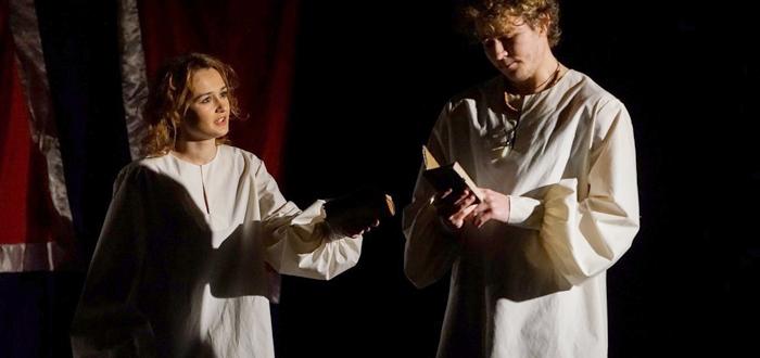 """HAMLET, prima piesă pusă în scenă la Centrul """"Jean Constantin"""". Intrare liberă!"""