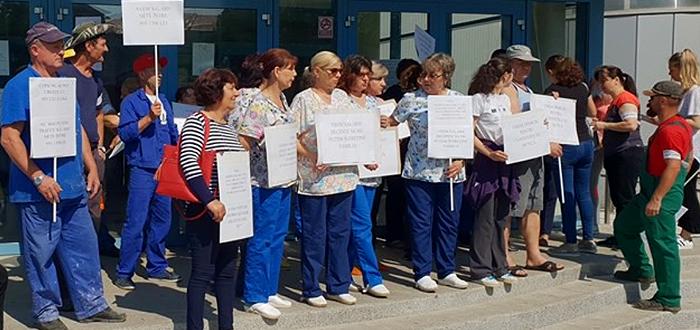 """Angajații Delfinariului Constanța au protestat pentru a cere """"salarii decente!"""""""