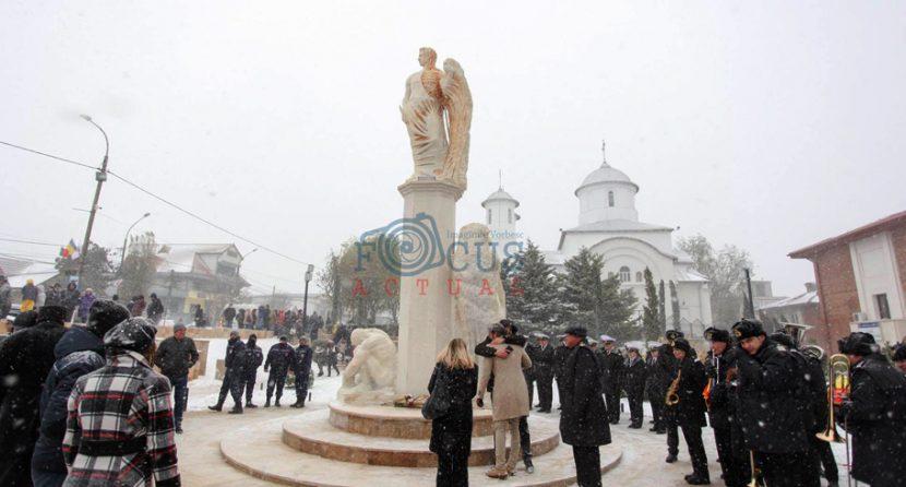 Moment unic la Ovidiu. A fost dezvelit ansamblul statuar ce îl reprezintă pe marele poet latin