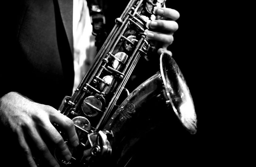 Romantic Saxophone Night de Valentine's Day la Hotel IAKI