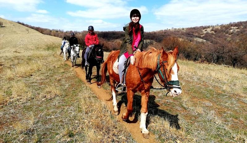 Traseu ecvestru în munții Măcin a treia zi de Paște organizat de Dream Explorer